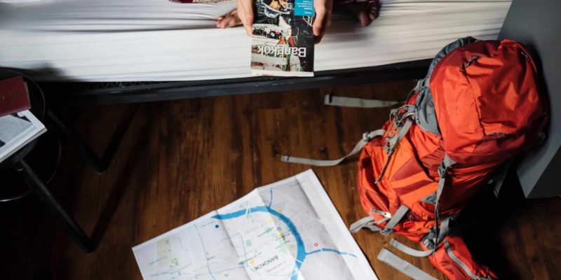 Couchsurfing backpacker